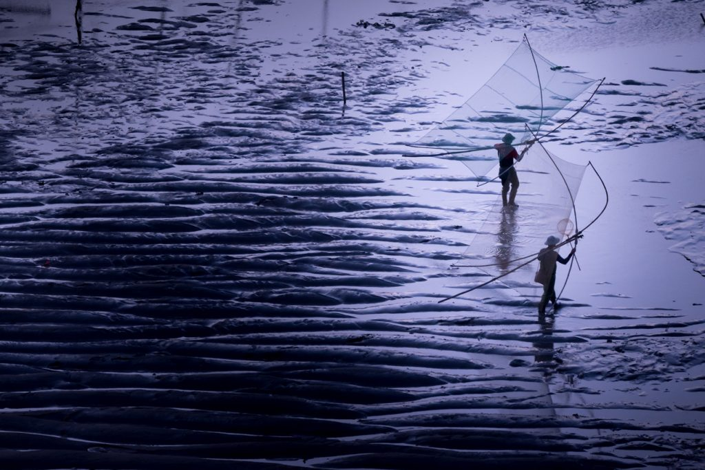 Xiapu photography tours must surely capture the fishermen walking out on to the mudflats with nets